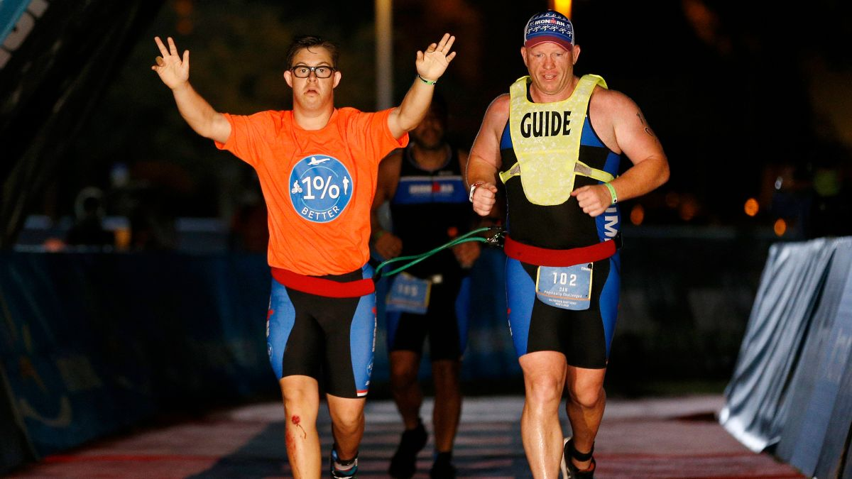 Chris Nikic primera persona con Síndrome Down en acabar un triatlon 'Iron Man'