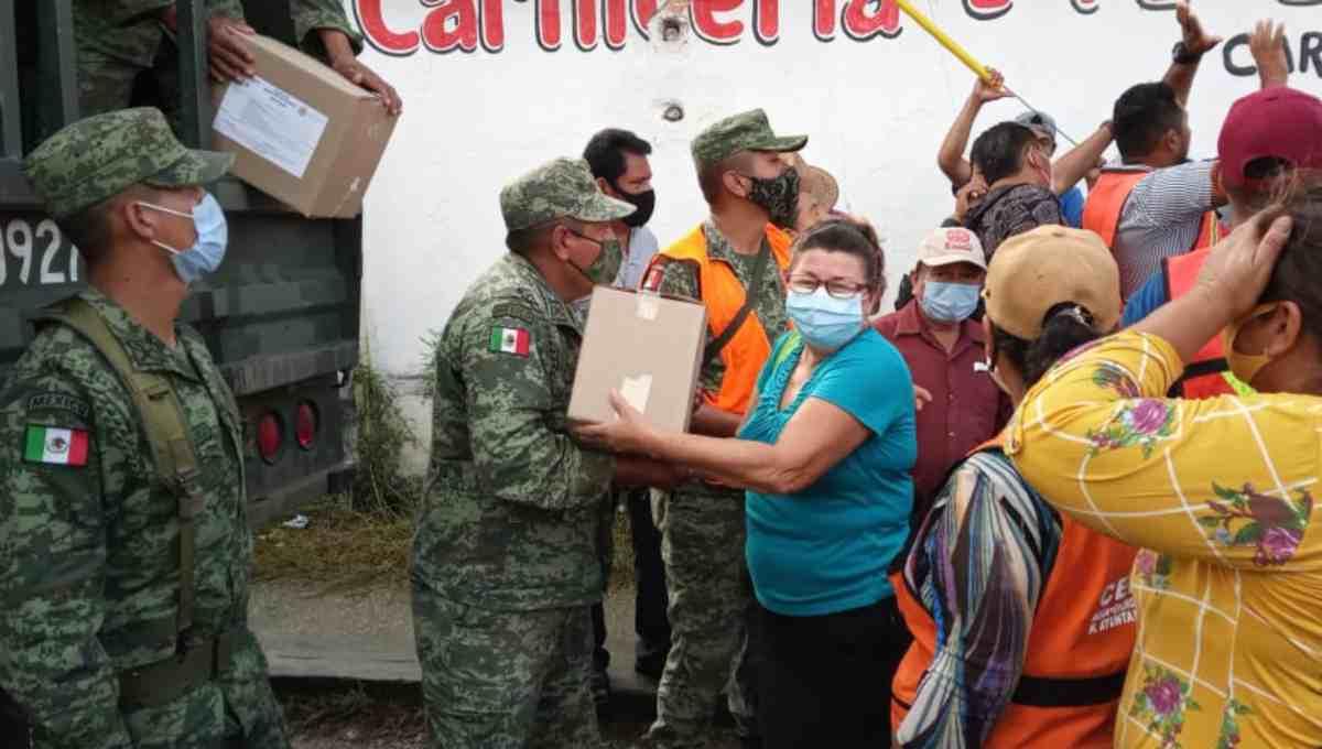 Tabasco recibe apoyo pesar de que siguen las inundaciones