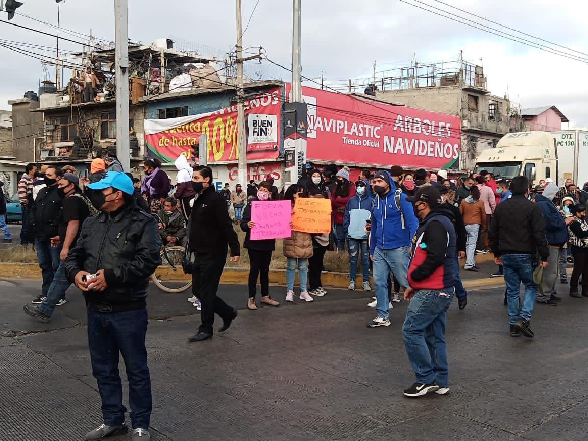 Edomex: Bloquean calles para pedir que abran bares