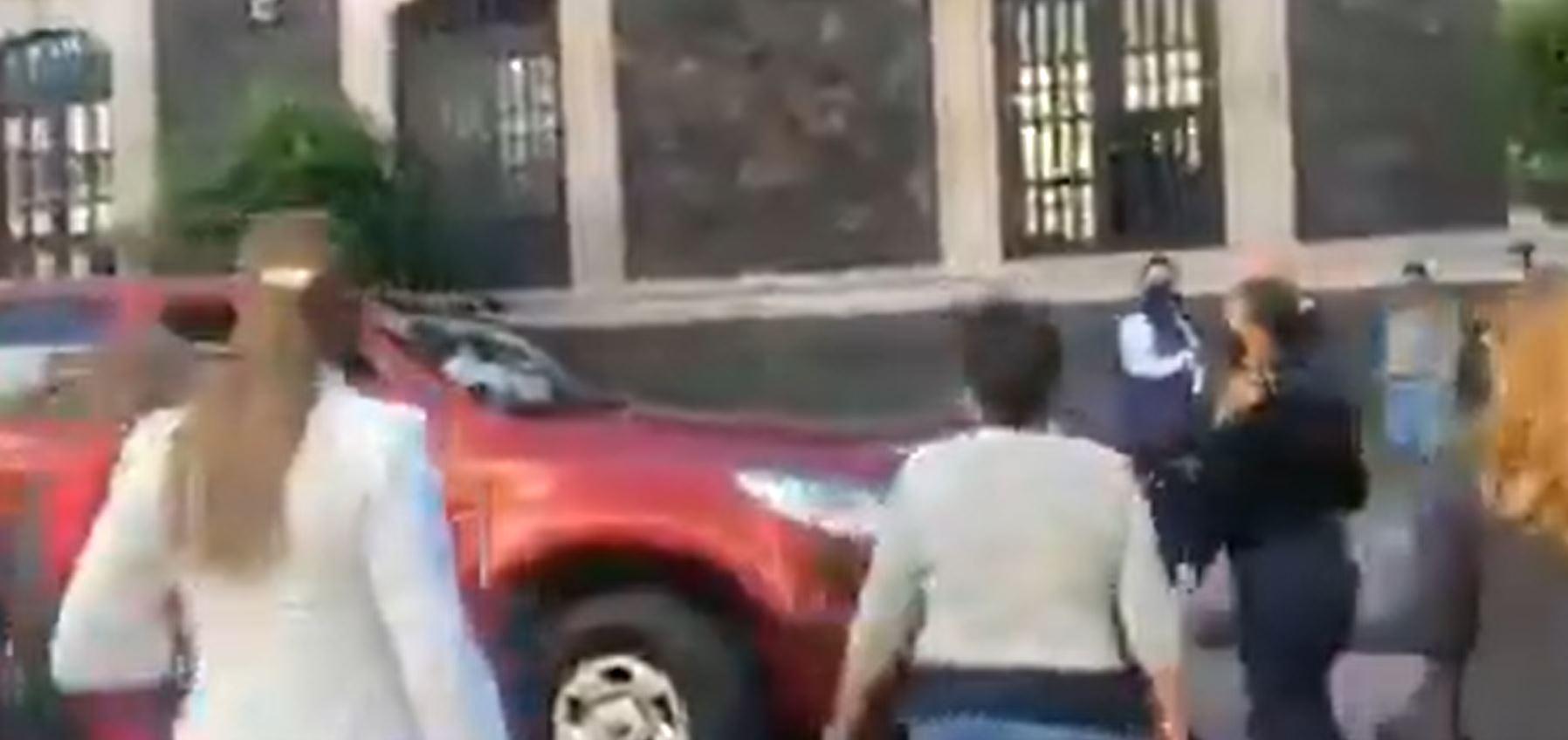 toluca-ciudadanos-defienden-a-policia-que-iba-ser-agredida2