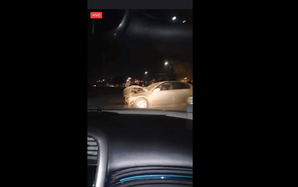 (Video) Ladrón aprovecha accidente para robar a los accidentados