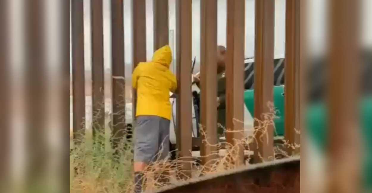 viral-vendedor-de-tamales-hace-negocio-en-el-muro-fronterizo