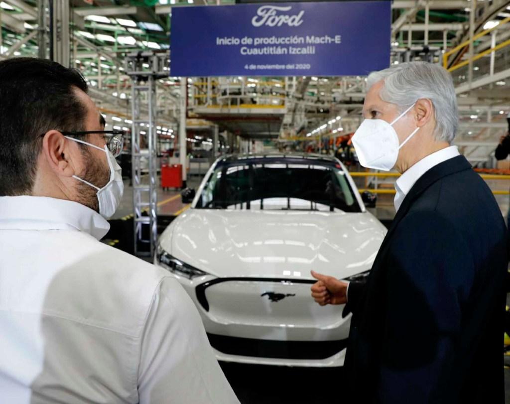 Alfredo del Mazo presenta primer auto eléctrico fabricado en México