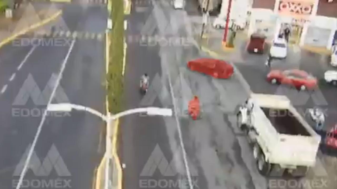 Se-registra-accidente-entre-motociclista-y-automovil-en-Edomex