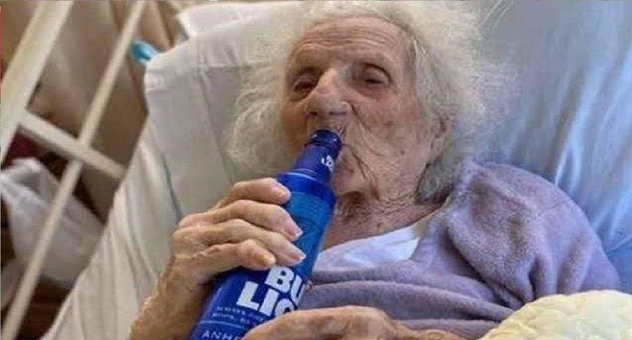 abuelita-103-años-cerveza-celebra-vencer-covid