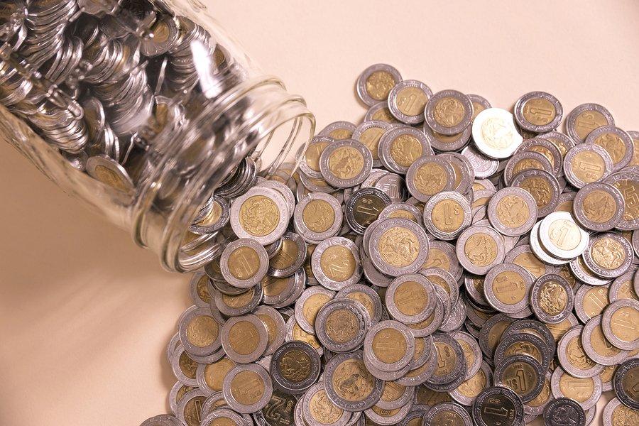 Monedas de un peso mexicano se venden hasta en 9 mil