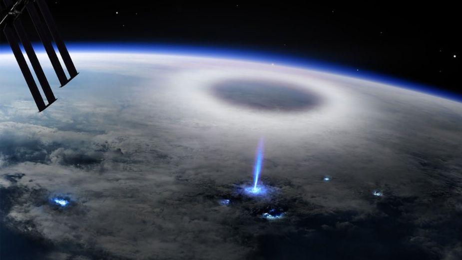 Extraño fenómeno de un rayo azul sobre la Tierra es captado desde el espacio || VIDEO