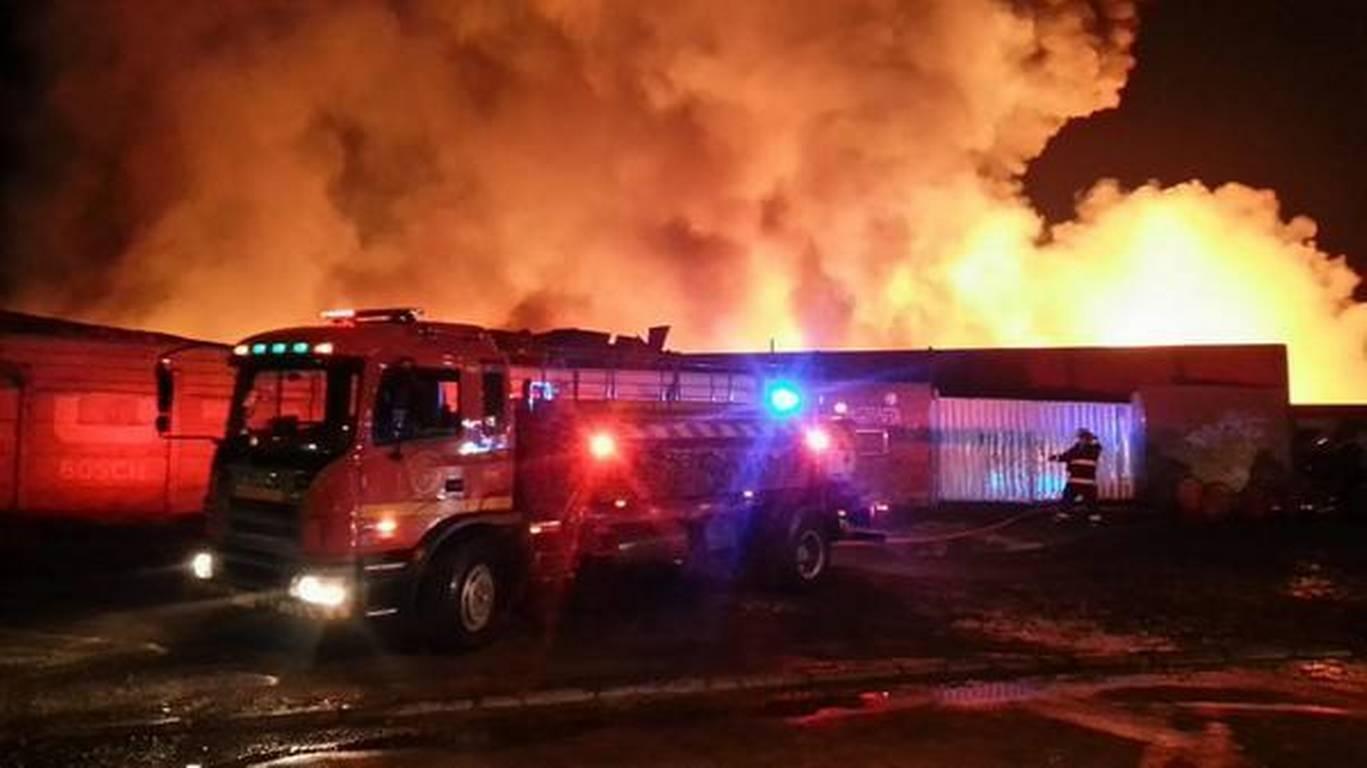 VIDEO|| 2021 inició con fuerte incendio en San Felipe del Progreso.