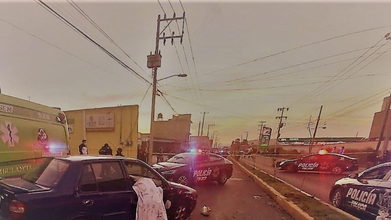 Joven pierde la vida por sacar la cabeza del coche en Toluca
