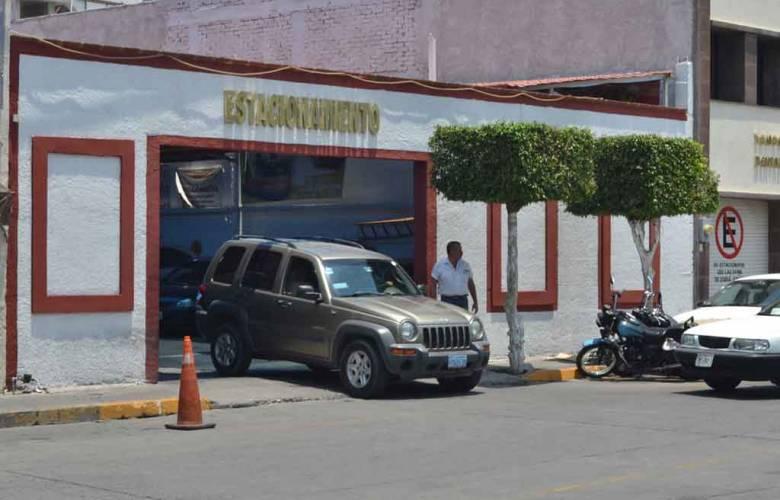 Nueva forma de robo de vehículo en estacionamientos de Toluca