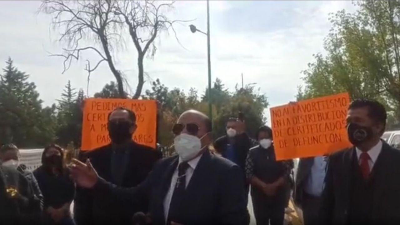 Se manifiestan funerarias en el Valle de Toluca por falta de certificados de defunción || VIDEO