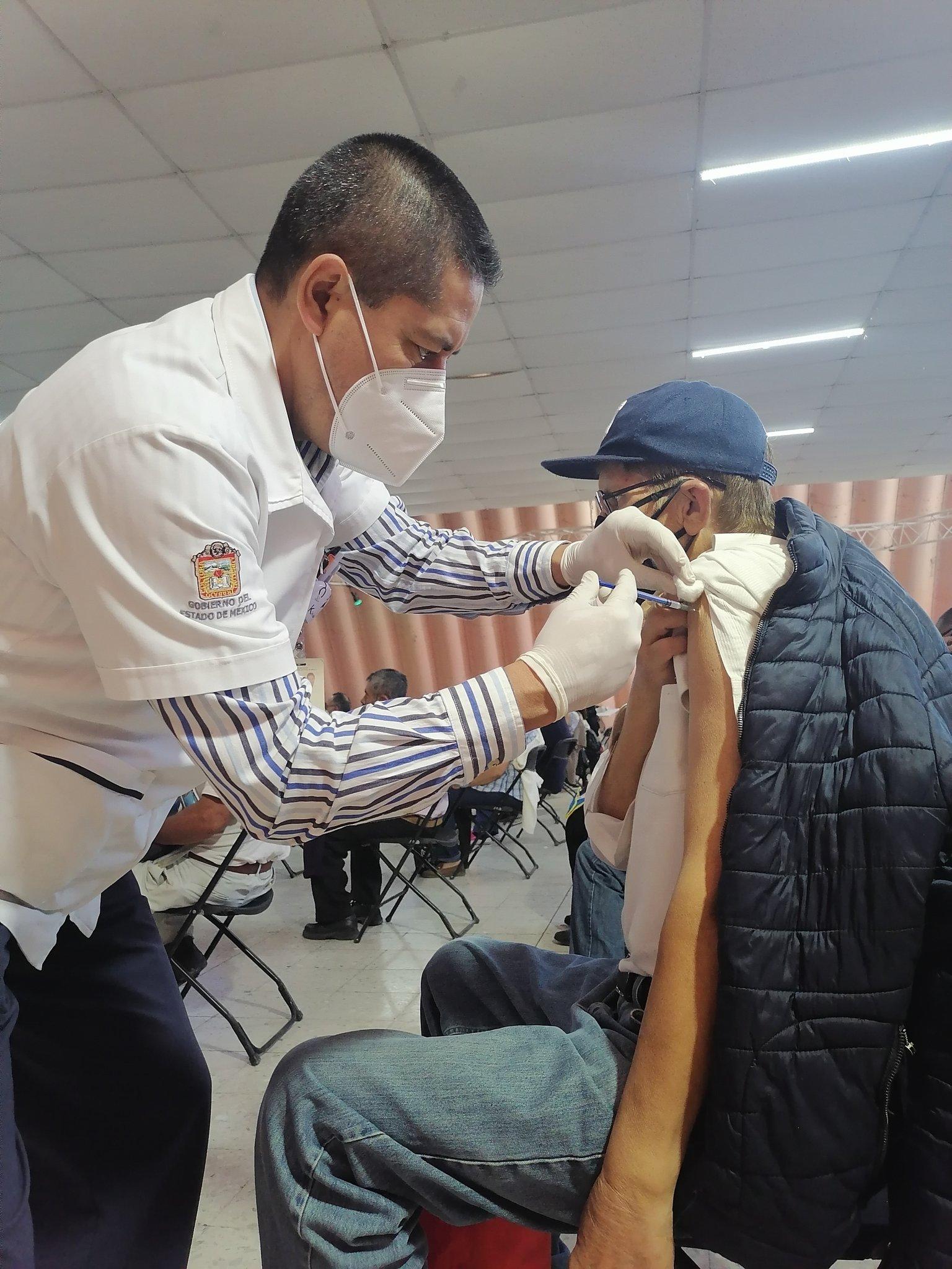 Inicia vacunación contra coronavirus en Ecatepec