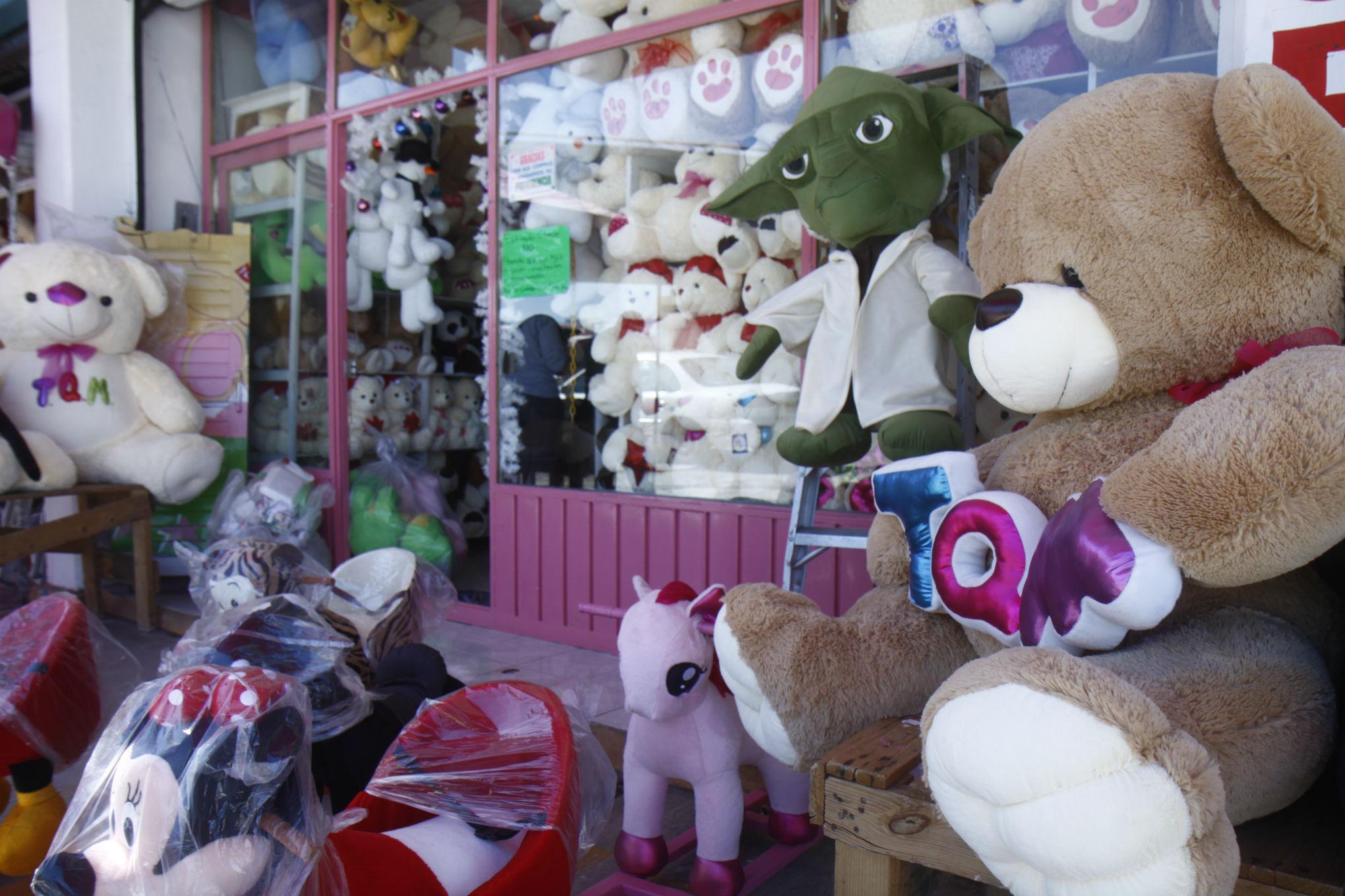 Muñecos de peluche de Xonacatlán, opción para el 14 de febrero
