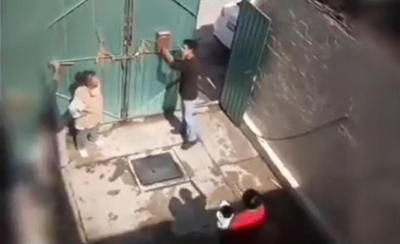 edomex-hombre-le-tira-garrafon-de-agua-encima-a-su-madre-por-no-darle-dinero-video-160494