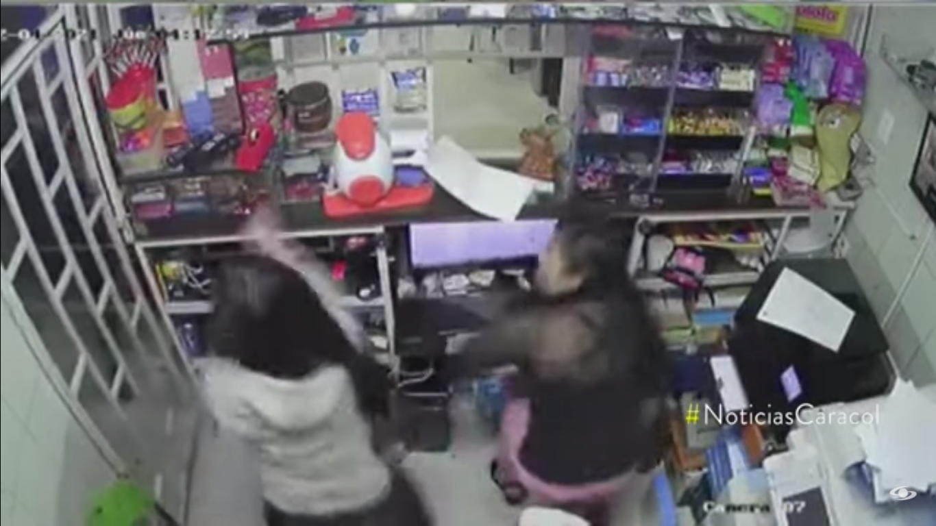 Video ll Niña de 14 años enfrenta a ladrones a machetazos
