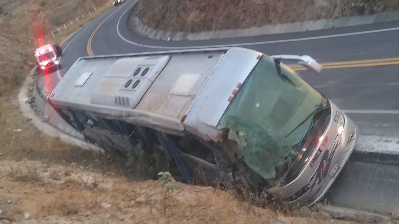 Siete personas fallecidas por accidente de autobús en Acambay