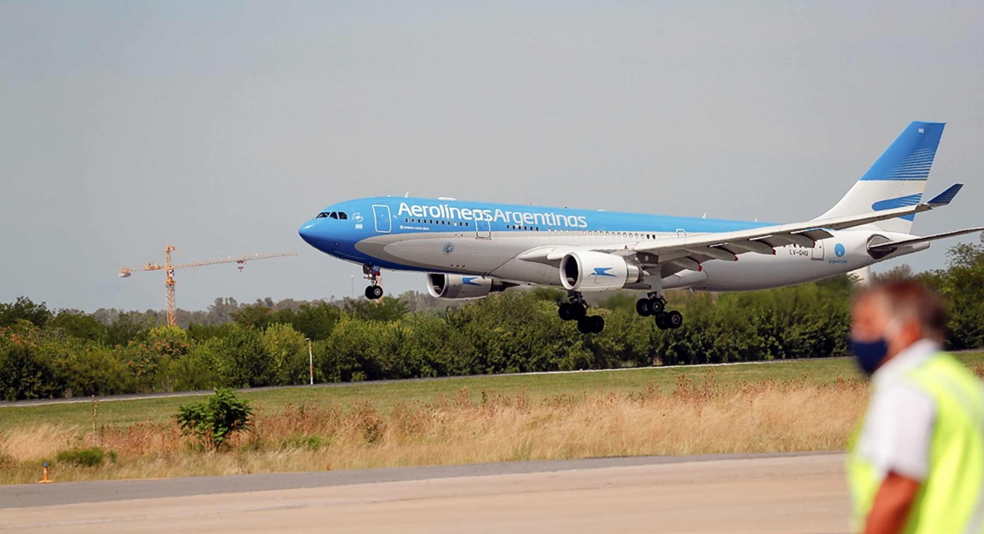 Argentina deja de recibir vuelos de Brasil, Chile y México