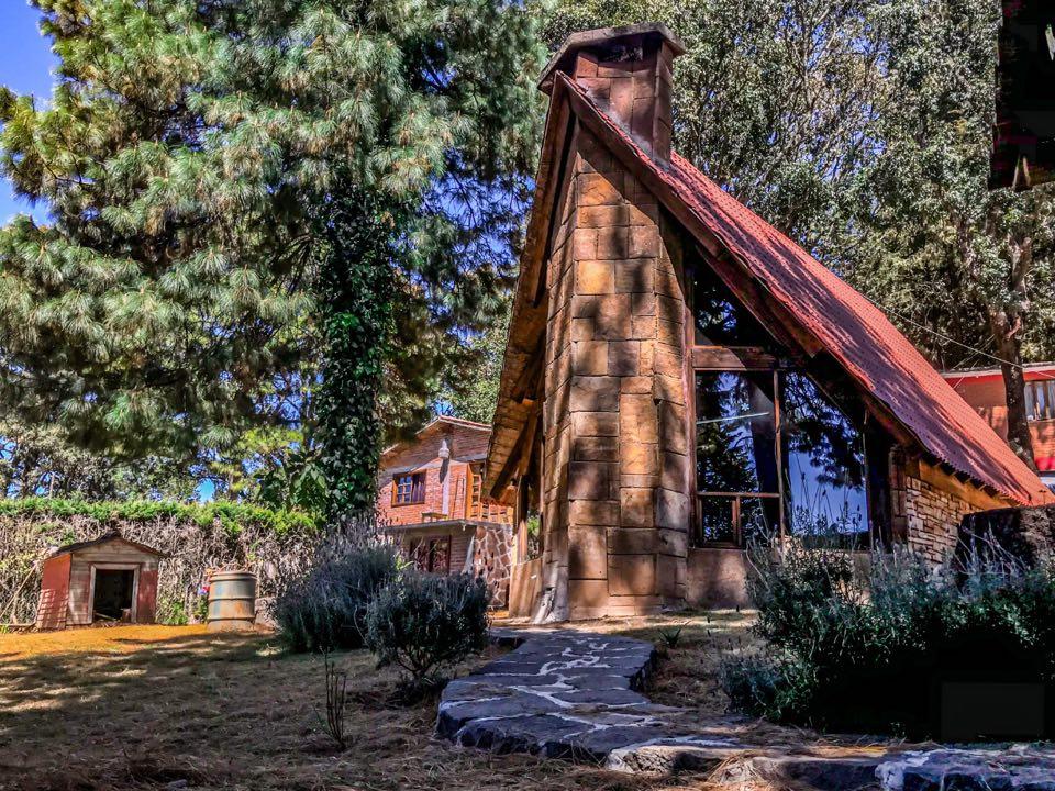 Cabañas del Bosque es una opción de alojamiento para que disfrutes el paisaje boscoso de la región