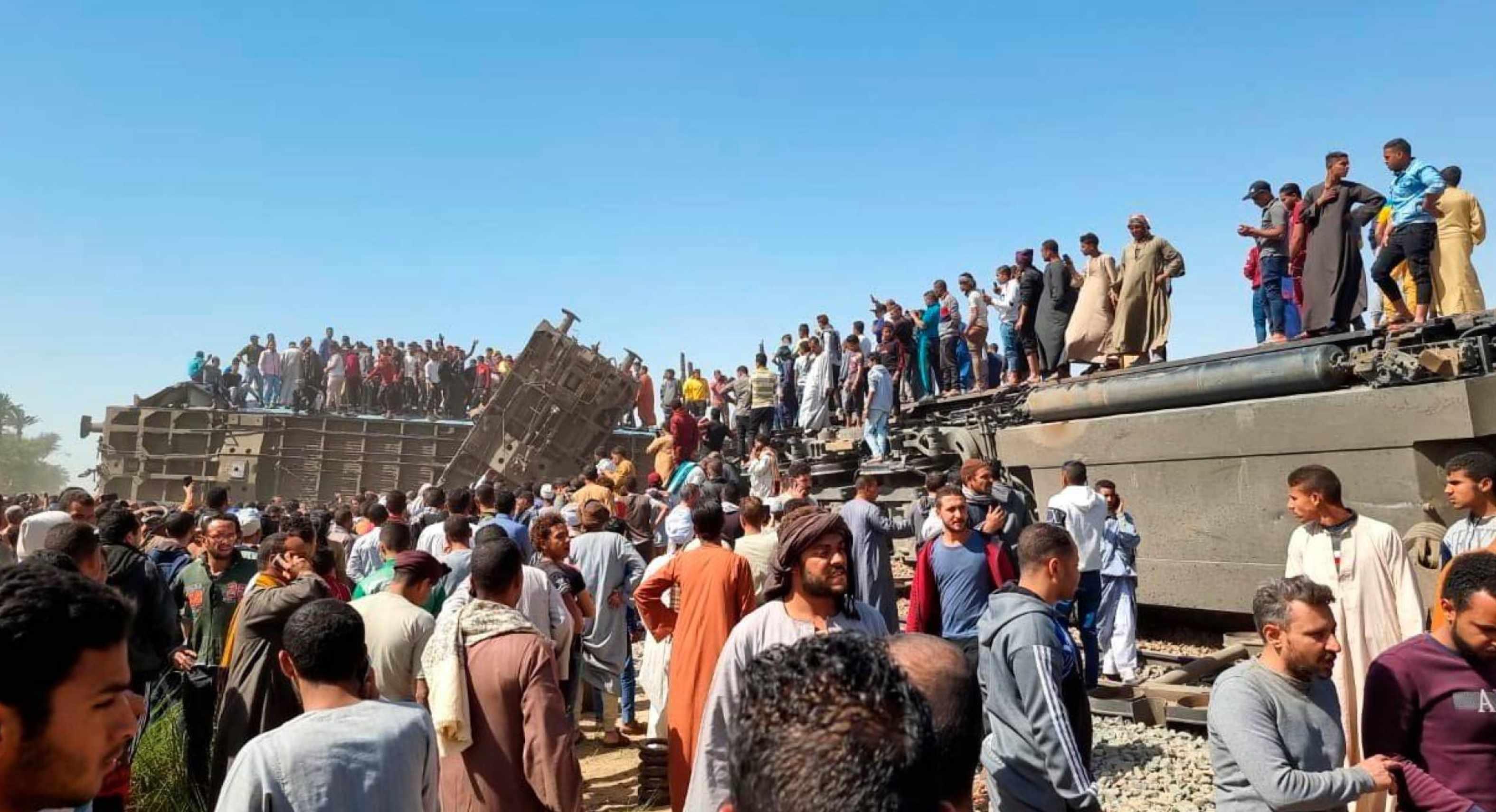 2 trenes chocaron en egipto dejando al menos 30 muertos y un centenar de heridos