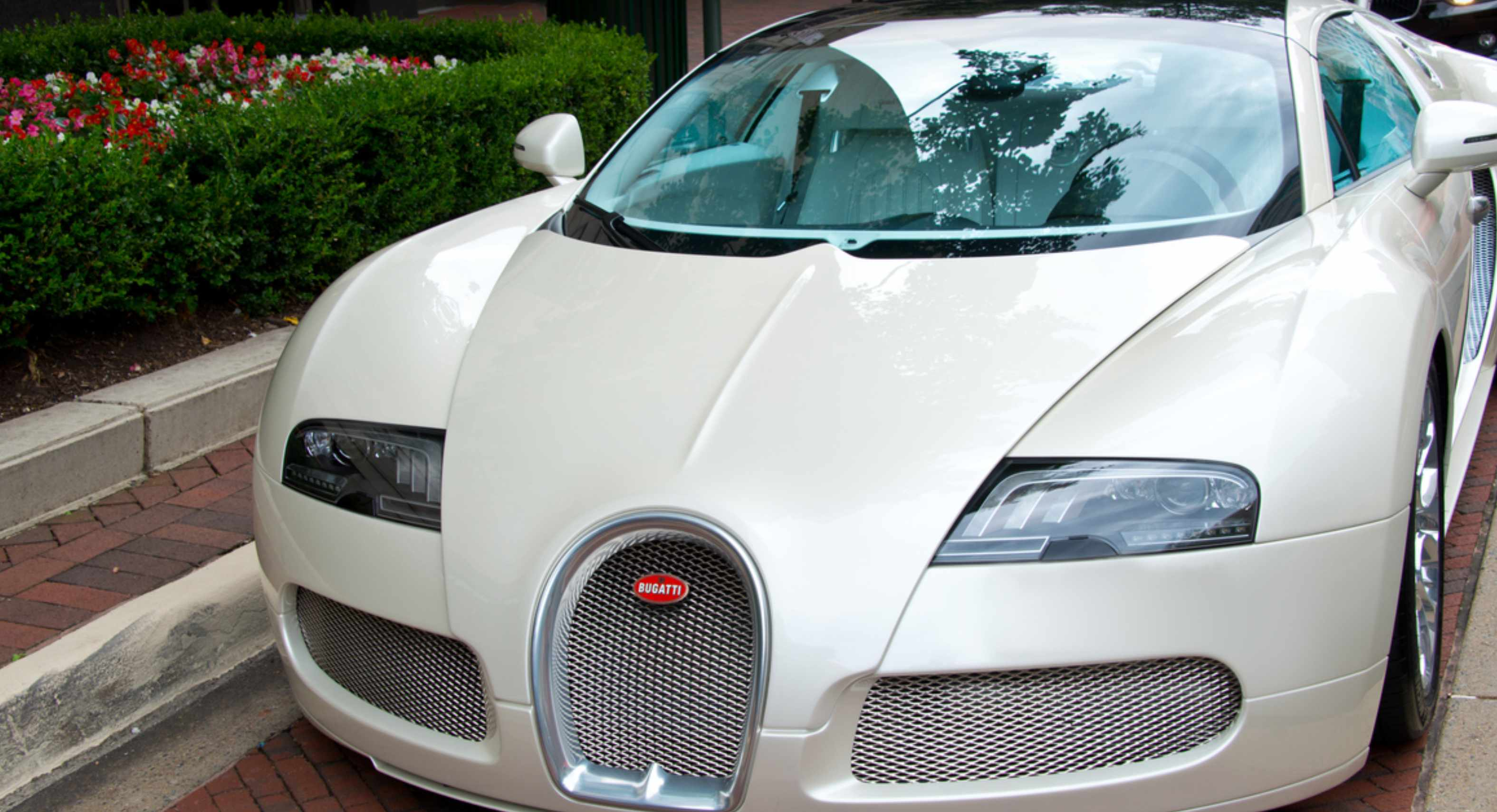Bitcoin podría valer lo mismo que un Lamborghini o un Bugatti advierten expertos