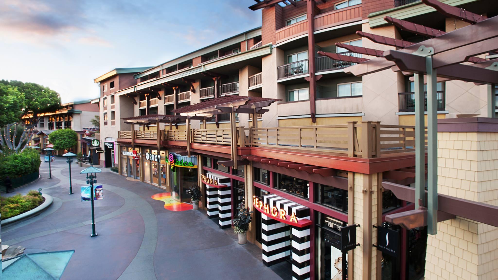 Los hoteles de Disneyland Resort también planean una reapertura gradual con aforo limitado