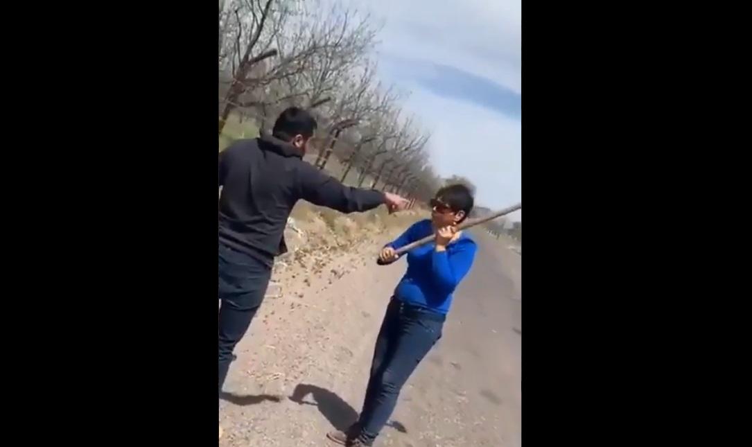 LadyAzadon fractura el cráneo de joven que defendió a dos perros agredidos por la mujer || VIDEO