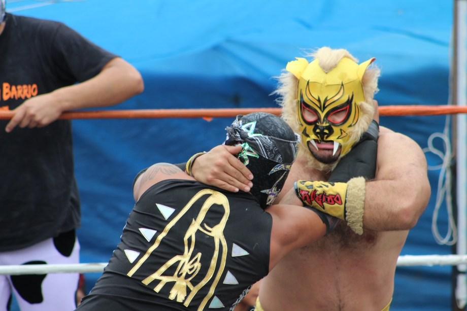 combate entre luchadores de gran nivel en el municipio de xonacatlán