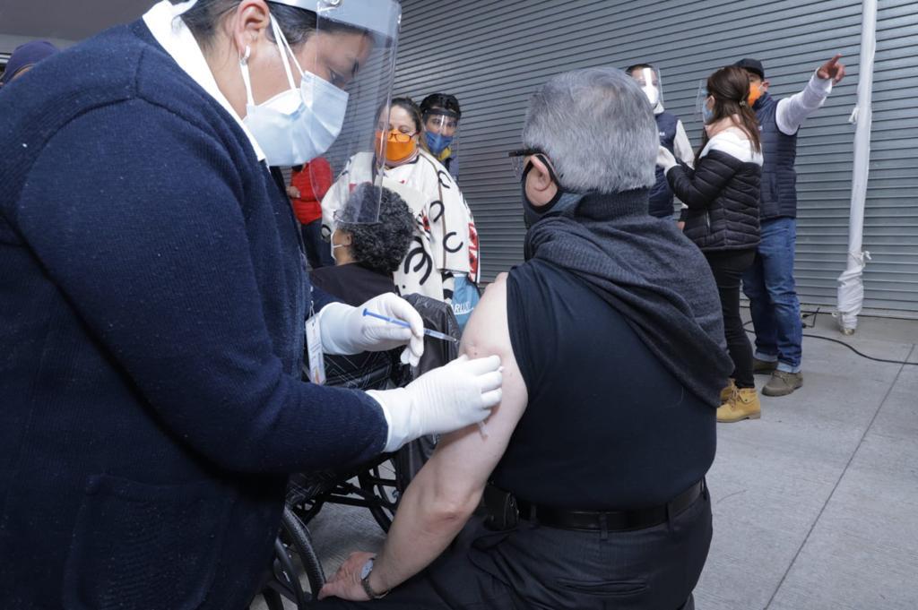 El ayuntamiento de Toluca pone a disposición de la ciudadanía números de contacto para generar un registro de los adultos mayores que no alcanzaron vacuna contra el COVID-19