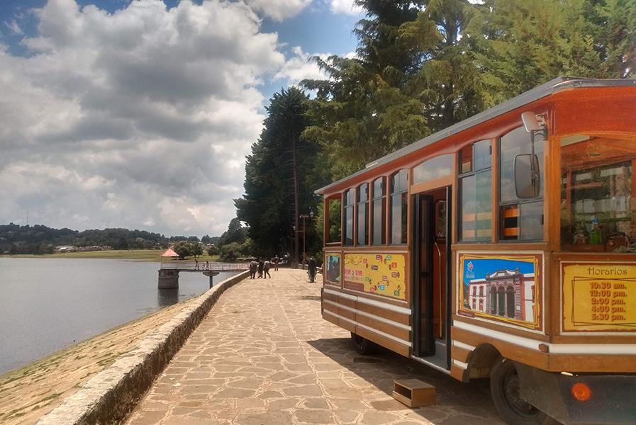 El Tranvía es un recorrido turístico por el centro histórico de El Oro y las presas Brockman y Victoria con una breve explicación histórica