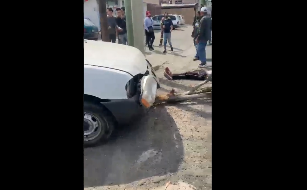 Tres presuntos asaltantes son atropellados por conductor para evitar asalto en Guadalajara || VIDEO
