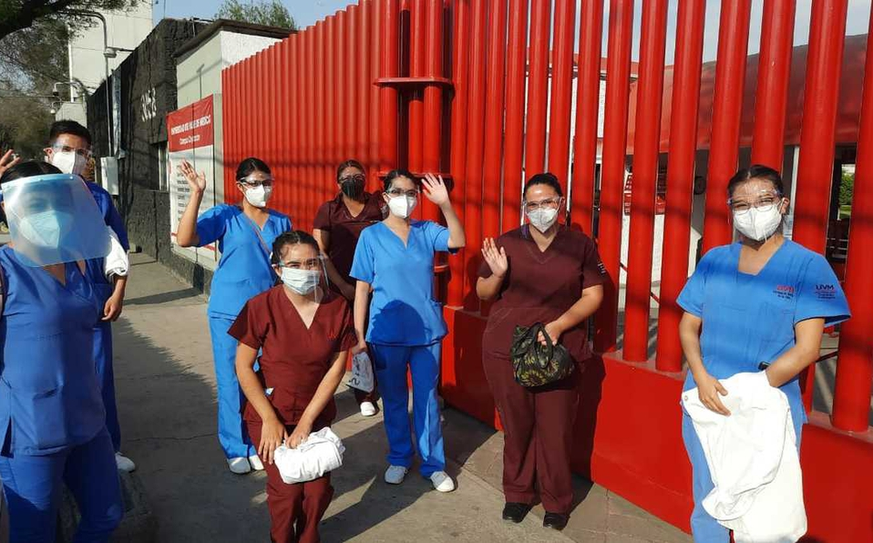 Alumnos de ciencias de la salud regresan a clases.