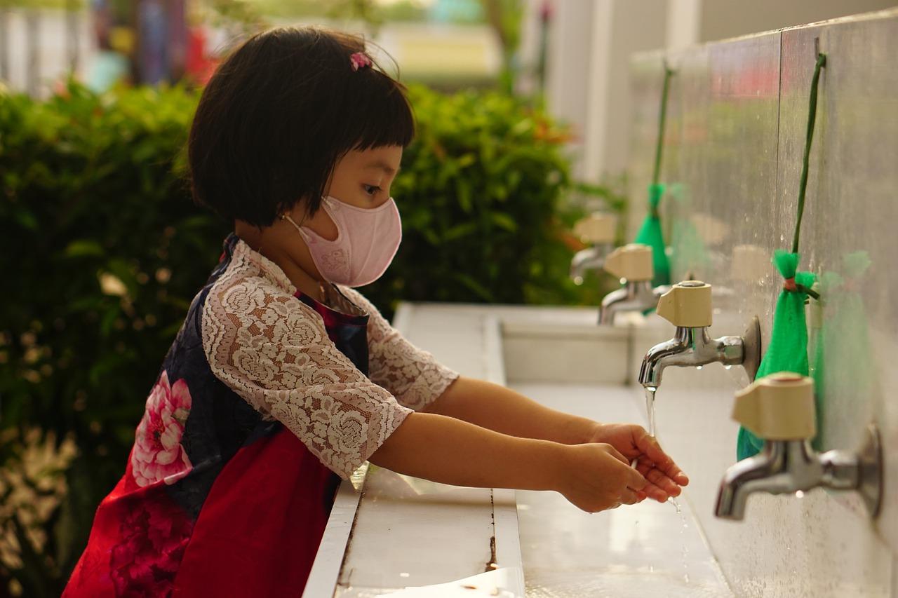 Inician estudios de vacuna contra COVID-19 para niñas y niños