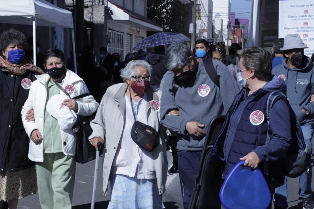 Personas pertenecientes a otros municipios se vacunaron en Toluca, por lo que las vacunas contra el COVID-19 no alcanzaron para todos los adultos mayores de la capital mexiquense
