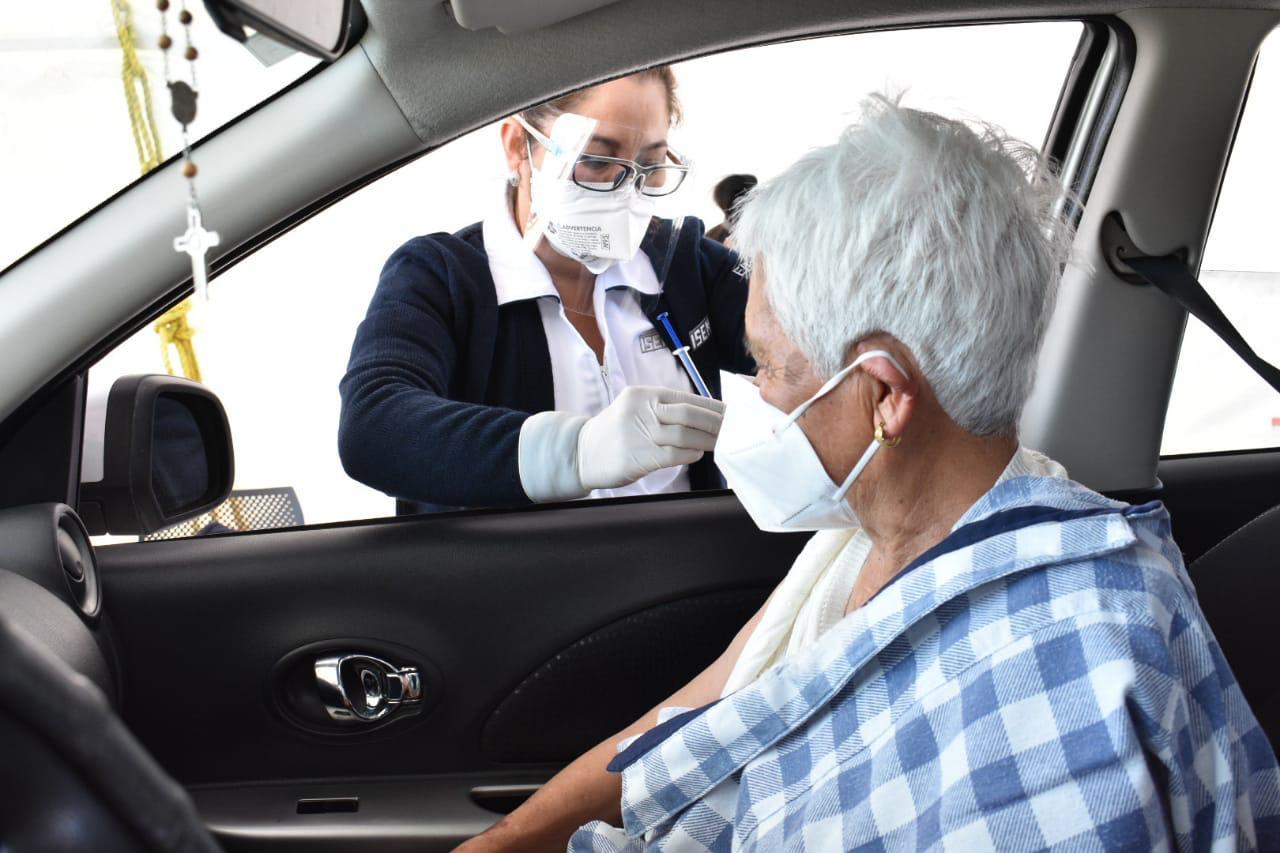 Por primera vez en el Edoméx se implementó la inmunización al interior de vehículos