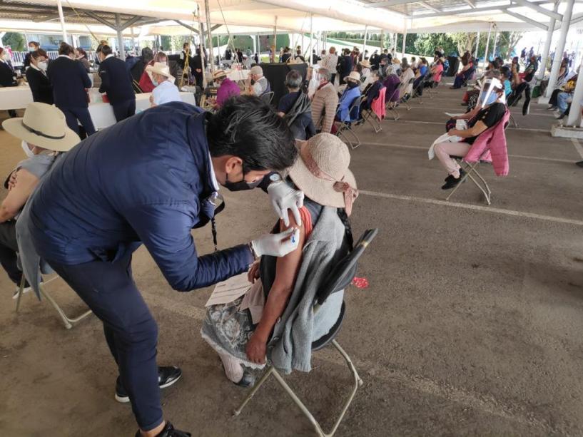 vacunas-covid-19-adultos-mayores-toluca-nemesio-diez