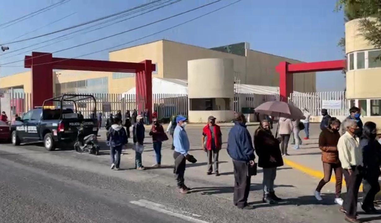 Adultos mayores no sabían que terminó la jornada de vacunación en Toluca