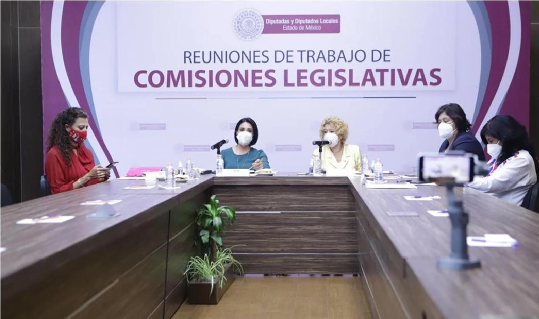 """Durante una reunión de las comisiones Unidas del Congreso del Estado de México (Edomex) los diputados decidieron aprobar por unanimidad de votos la """"Ley Anti chancla""""."""