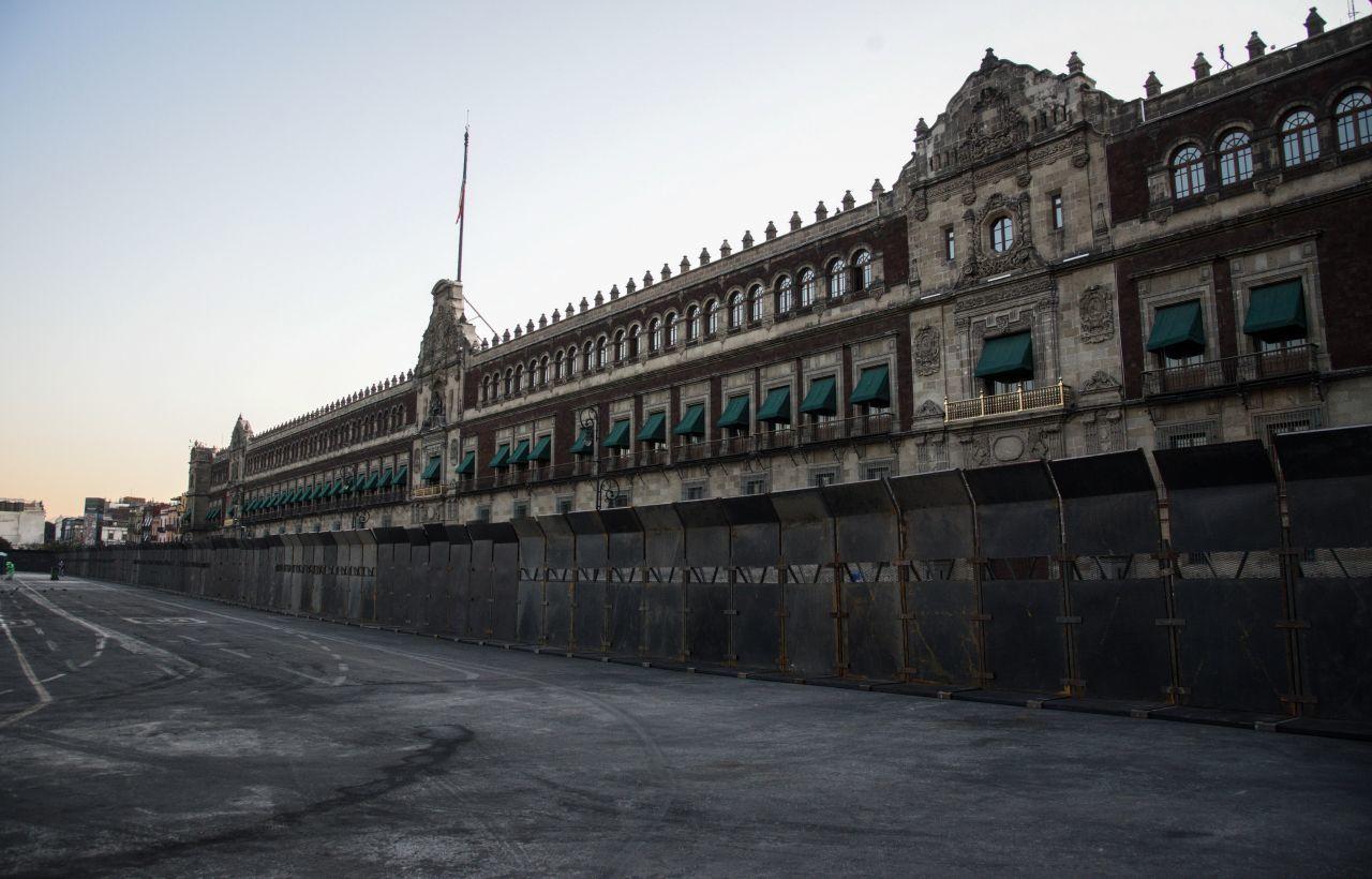 Ante el próximo Día de la Mujer el próximo lunes 8 de marzo, el Palacio Nacional de la Ciudad de México amaneció blindado la mañana de este primer sábado de marzo.