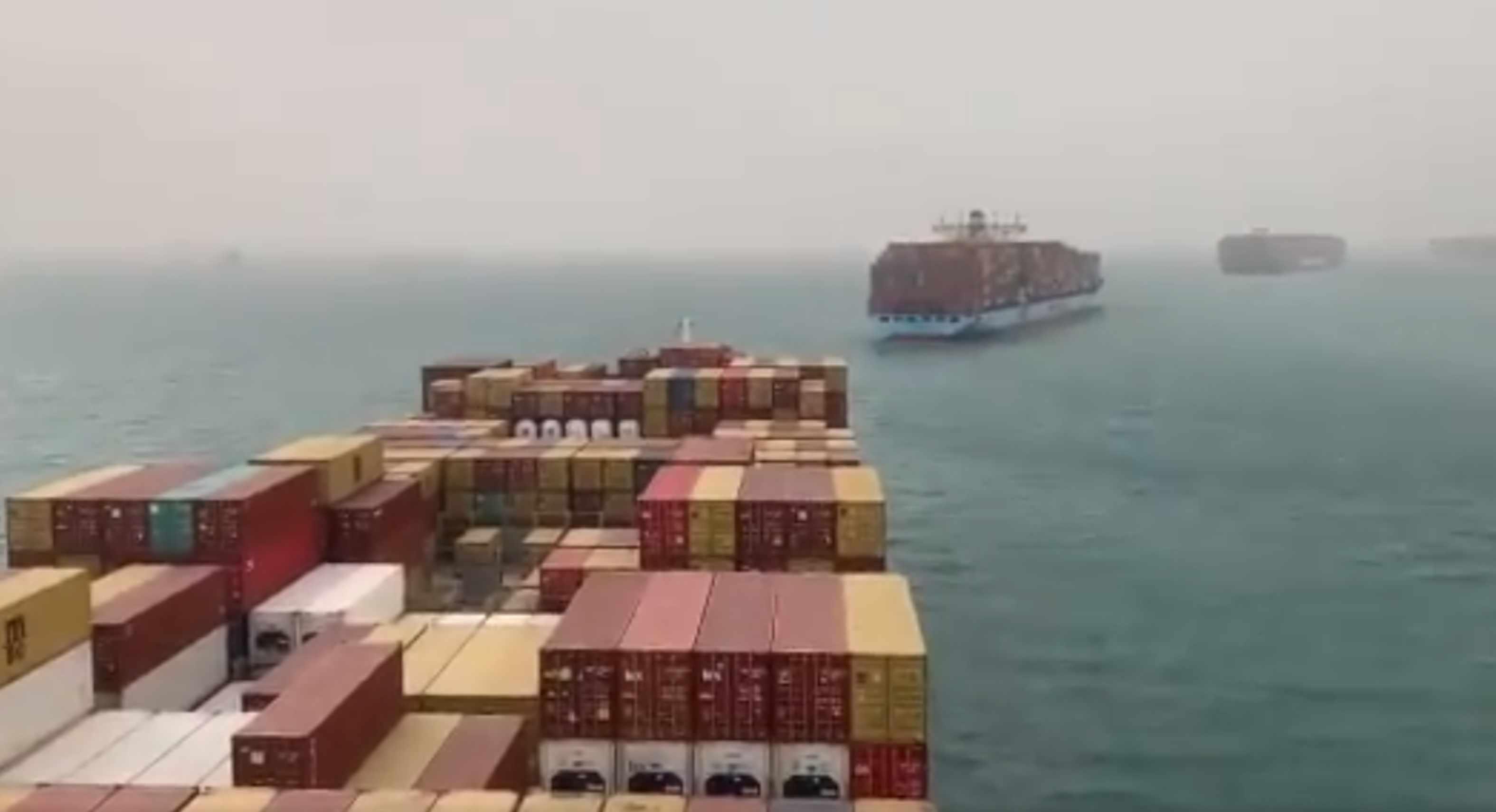 barcos atrapados en el Canal de Suez