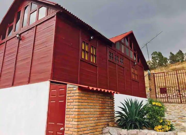 Tecomatepec se encuentra a 5 minutos del centro de Ixtapan de la Sal y cuenta con estacionamiento, una terraza rústica y tapanco para ver las estrellas.