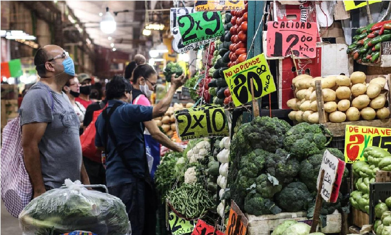 El aumento a la canasta básica ha repercutido en las familias y hogares mexicanos, pues ahora tienen que hacer gastos más elevados y llevarse menos productos a casa.