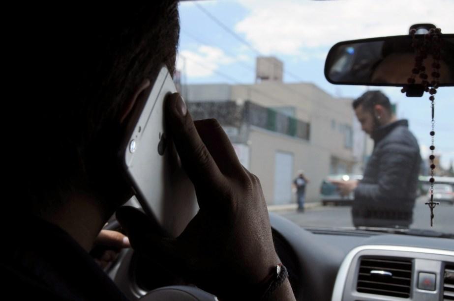 El uso del celular es una de las causas que ocasiona accidentes automovilisticos