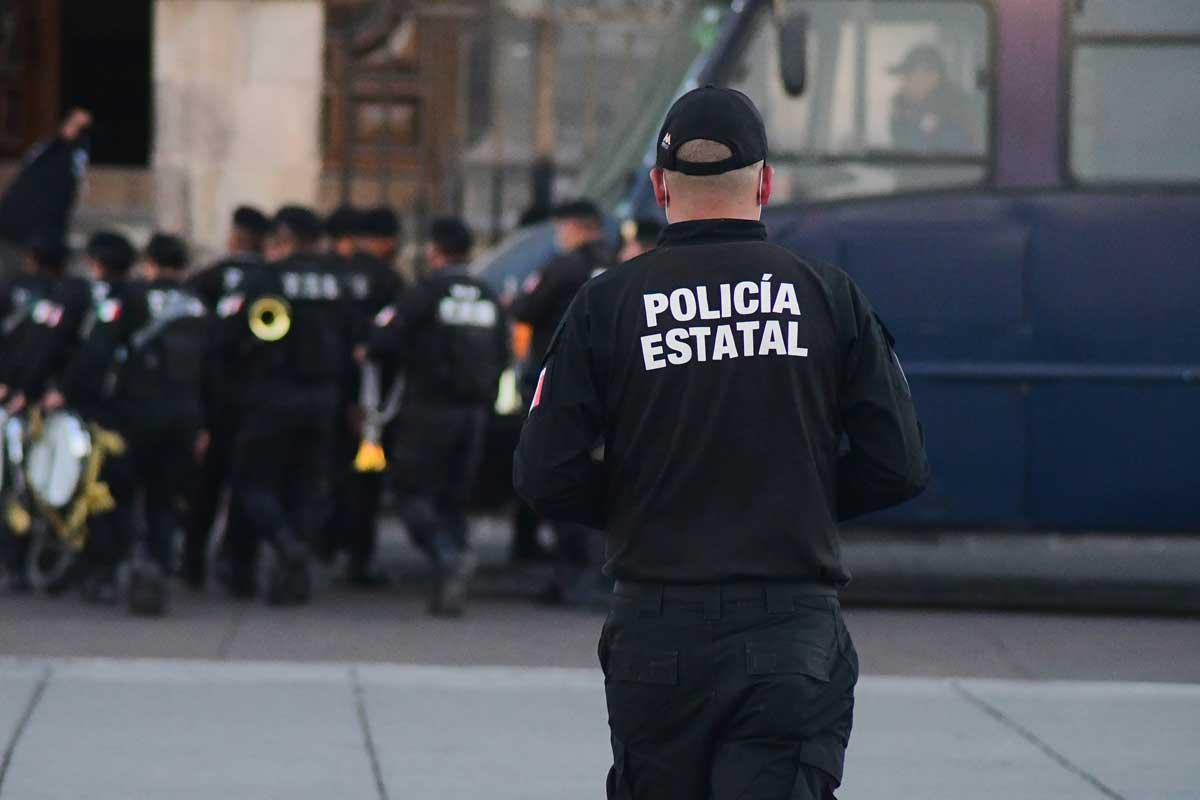 Edomex policía estatal de espaldas.