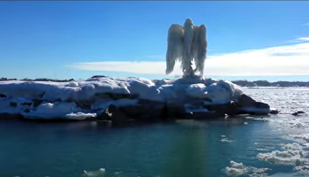 ee-uu-aparece-hielo-en-forma-de-angel-en-michigan-y-se-vuelve-viral-fotografias-160494
