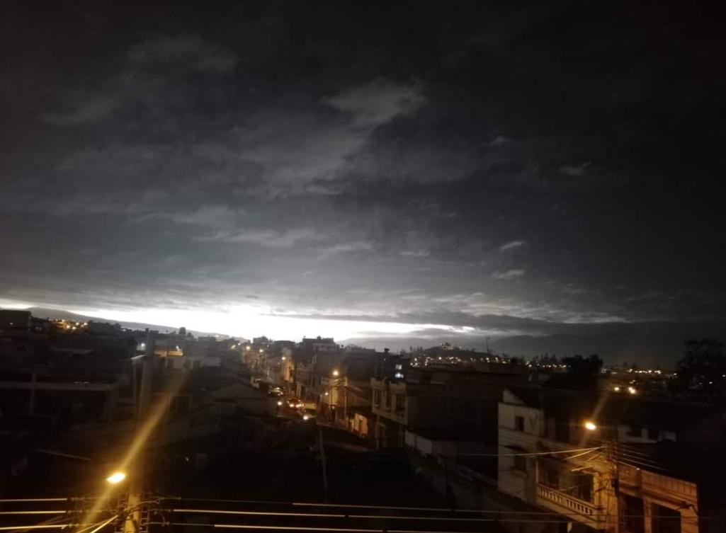 El día se convierte en noche en varias provincias de Ecuador