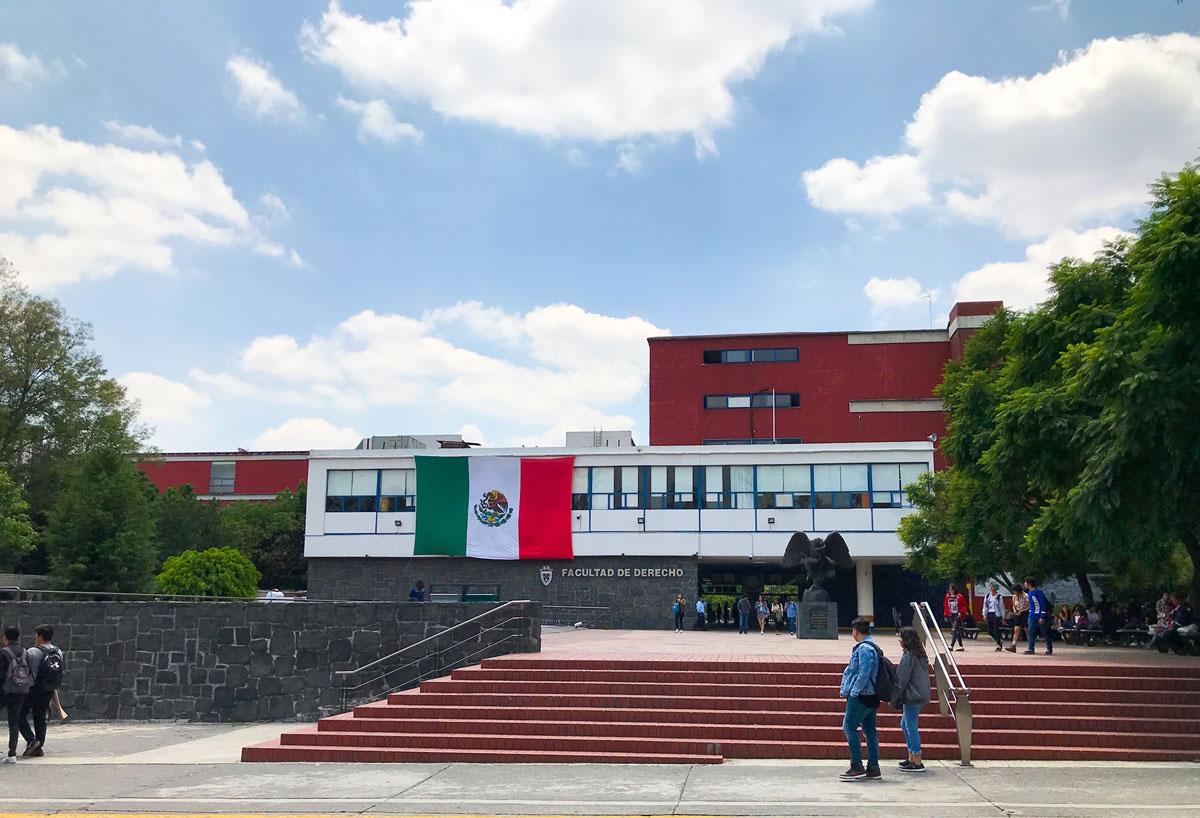 Foto de la facultad de derecho de la UNAM