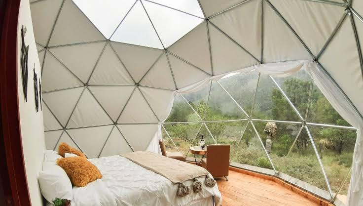 GLAMPING MALIKUALLI es un domo geodésico donde solo caben dos personas, el cual permite a los visitantes disfrutar y acampar en medio de la naturaleza de Malinalco