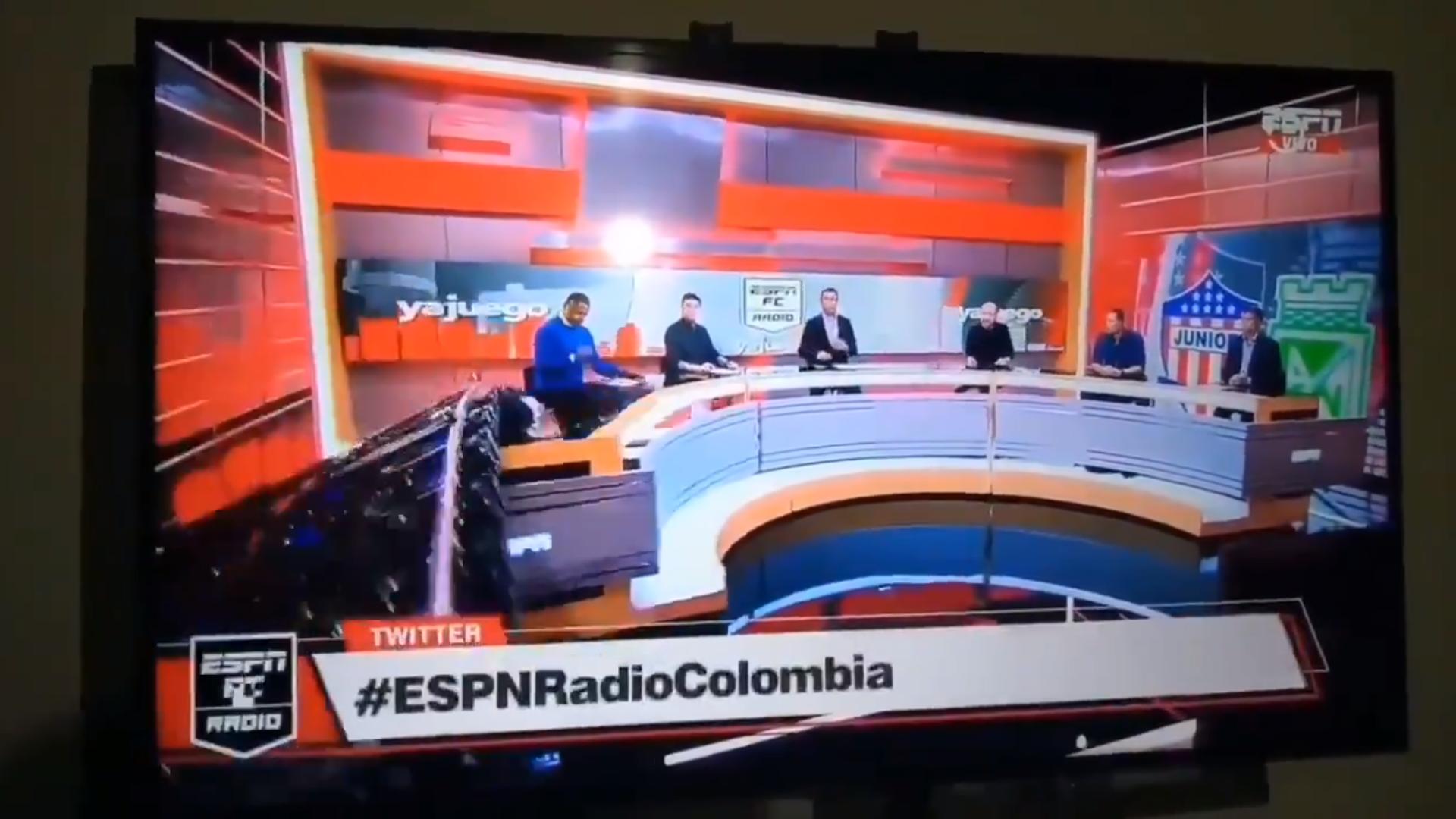Gran pantalla cae sobre conductor de ESPN en vivo || VIDEO