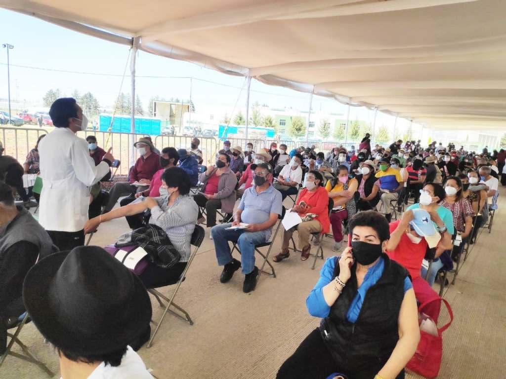 Varios fueron los adultos y adultas mayores que reconocieron la gestión y logística llevada a cabo en los cuatro módulos ubicados en Toluca