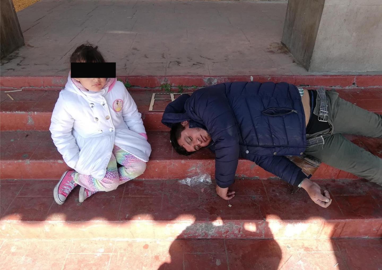Niña acompaña a su papá borracho, habitantes buscan a familiares en Ocoyoacac